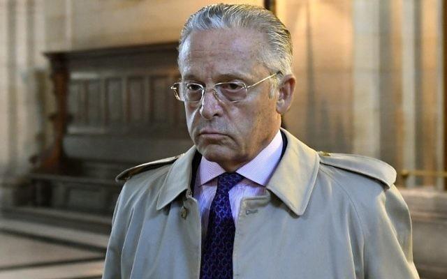 Le marchand d'art franco-américain Guy Wildenstein arrivant pour son procès pour fraude fiscale au palais de justice de Paris, le 22 septembre 2016. (Crédit : Eric Feferberg/AFP)