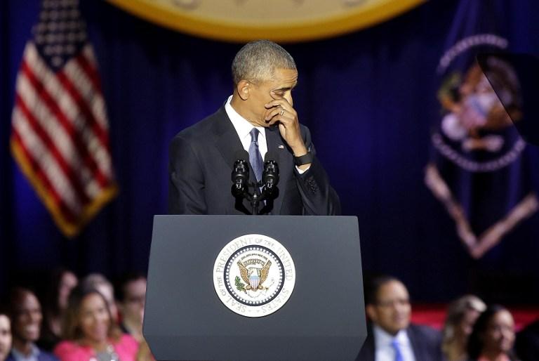 Le président américain ému Barack Obama pendant son discours d'adieu, à Chicago, le 10 janvier 2017. (Crédit : Joshua Lott/AFP)