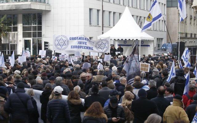 Manifestation de soutien à Israël et d'opposition à la conférence de paix sur le Proche Orient française, à Paris, le 15 janvier 2017. (Crédit : Pierre Constant/AFP)