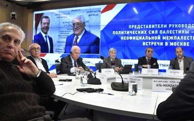 Les représentants des organisations palestiniennes pendant une conférence de presse à la suite de négociations de réconciliation à Moscou, le 17 janvier 2017. (Crédit : Alexander Nemenov/AFP)