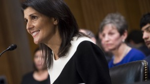 Nikki Haley devant la commission des Affaires étrangères du Sénat américain, à Washington D.C., le 18 janvier 2017. (Crédit : Saul Loeb/AFP)