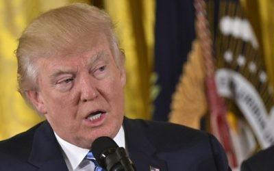 Le président américain Donald Trump à la Maison Blanche, le 22 janvier 2017. (Crédit : Mandel Ngan/AFP)