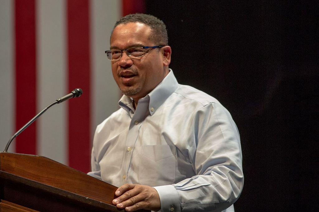 Keith Ellison, élu démocrate de la Chambre des représentants des Etats-Unis, pendant la campagne présidentielle d'Hillary Clinton, en avril 2016. (Crédit : Lorie Shaull/CC BY-SA 4.0/WikiCommons)