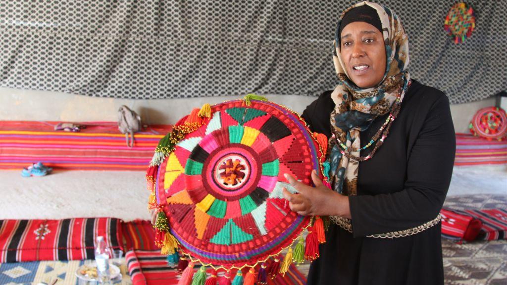 """Amal Abo Alqom et son organisation, """"les femmes pour elles-mêmes"""", oeuvrent à émanciper et à éduquer les femmes bédouines dans le Negev (Crédit : Shmuel Bar-Am)"""