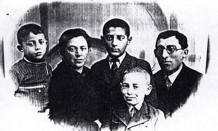 Une photo non-datée de la famille Gindel prise en Pologne avant l'Holocauste (Autorisation Yad Vashem)