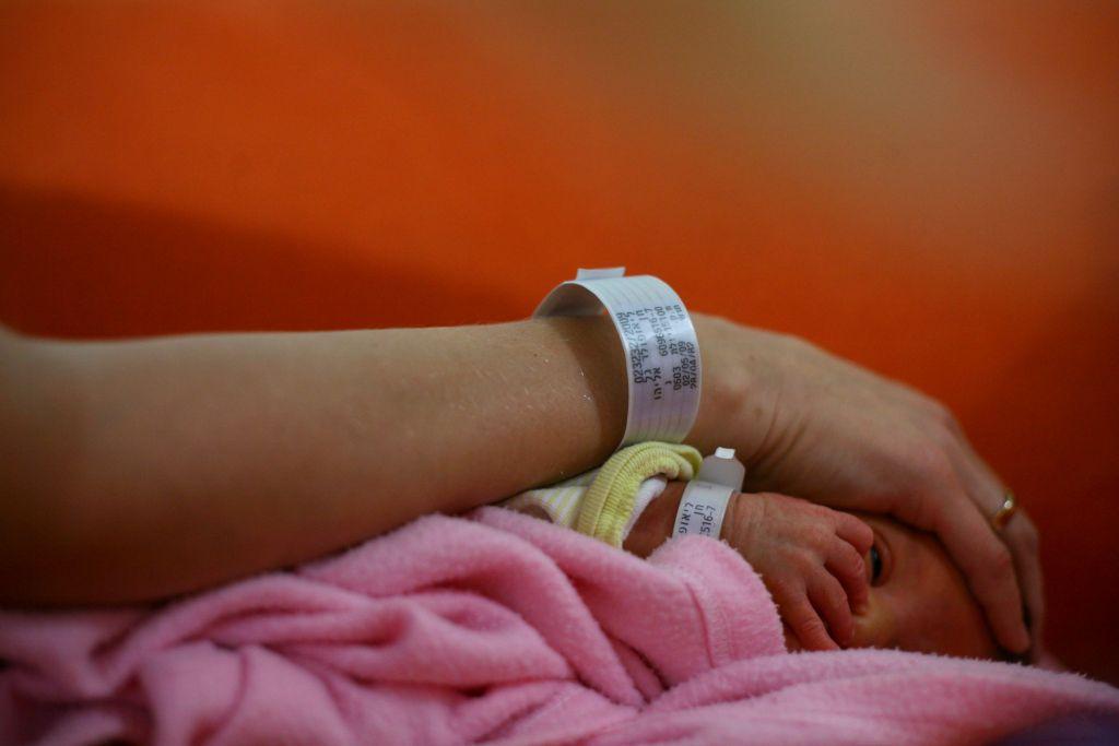Les nouvelles mamans risquent de connaître une dépression post-partum mais les symptômes peuvent durer pendant bien plus d'un an, et pour une première, une deuxième ou plusieurs naissances, ont indiqué les experts. (Autorisation : Chen Leopold/Flash 90)