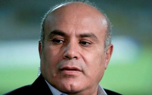Le commentateur sportif Avi Ratzon en mars 2011. (Crédit : Moshe Shai/Flash90)