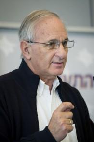 Giora Romm, à l'époque directeur de l'autorité de l'Aviation civile d'Israël. le 9 janvier 2014 (Crédit : Moshe Shai / Flash 90)