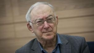 Asa Kasher à la Knesset, le 3 novembre 2014. (crédit : Miriam Alster/Flash90)