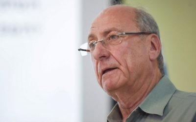 Le major-général à la retraite Amnon Reshef du groupe Commandants pour la Sécurité d'Israël lors d'une conférence de presse à Tel Aviv le 11 mars 2015, où le groupe a critiqué la conduite sécuritaire et politique du Premier ministre Benjamin Netanyahu (Crédit : (Ben Kelmer/Flash90)