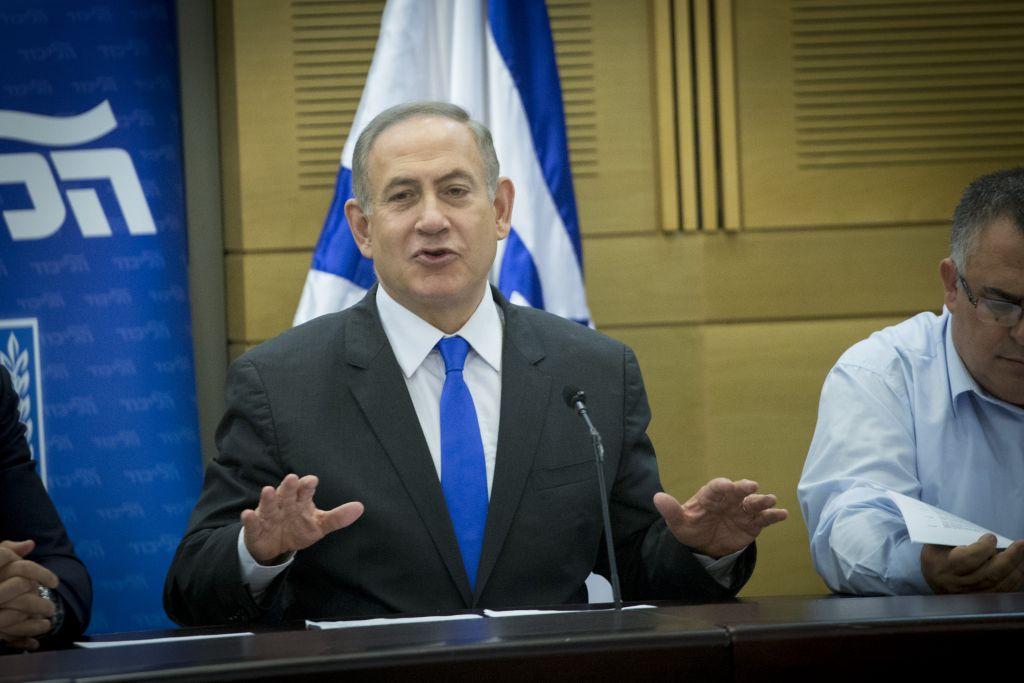 Le Premier ministre Benjamin Netanyahu pendant la réunion des députés du Likud, à la Knesset, le 2 janvier 2017. (Crédit : Miriam Alster/Flash90)