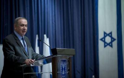 Le Premier ministre Benjamin Netanyahu pendant la conférence annuelle des ambassadeurs israéliens en poste en Europe, au ministère des Affaires étrangères de Jérusalem, le 3 janvier 2017. (Crédit : Yonatan Sindel/Flash90)