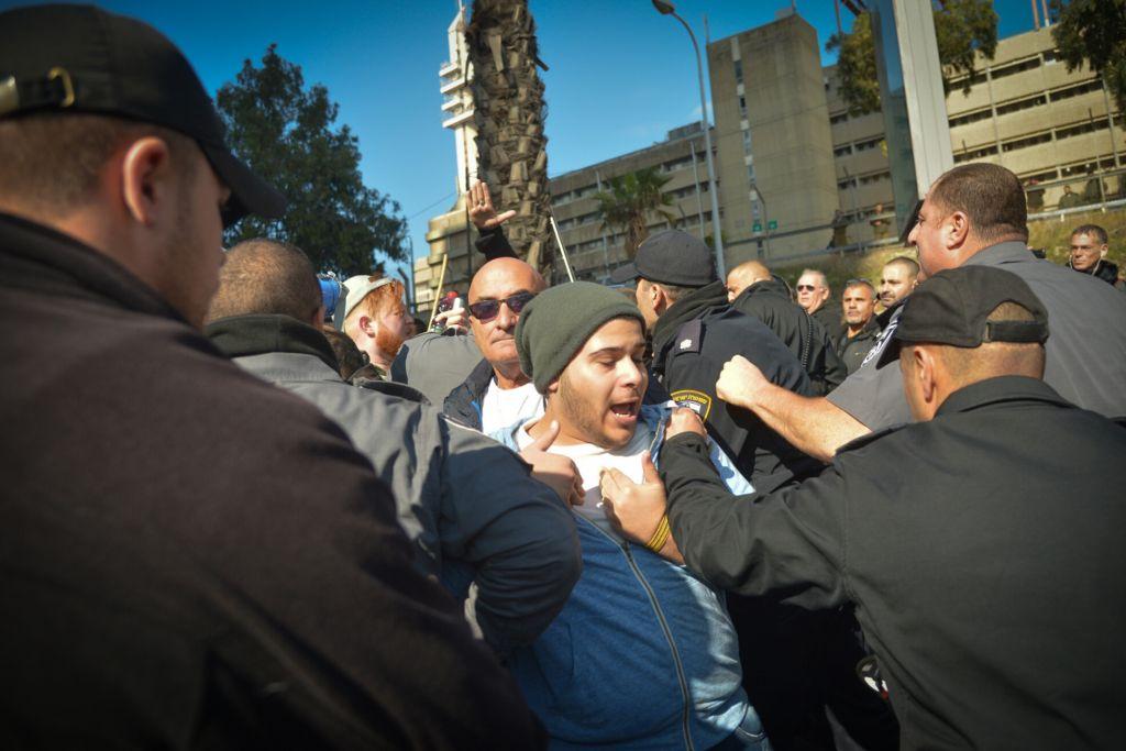 Manifestations de soutien à Elor Azaria, soldat israélien jugé coupable d'homicide, à Tel Aviv, le 4 janvier 2017. (Crédit : Flash90)