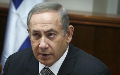 Le Premier ministre Benjamin Netanyahu lors de la réunion ministérielle hebdomadaire, dans ses bureaux, le 15 janvier 2017. (Crédit : Amit Shabi/Pool)