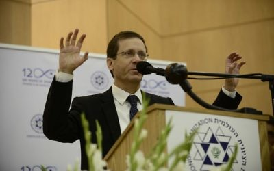 Isaac Herzog, chef de l'Union sioniste, pendant une conférence à l'université Bar-Ilan, près de Tel Aviv, le 15 janvier 2017. (Crédit : Tomer Neuberg/Flash90)