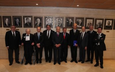 Le Président Shimon Peres avec les lauréats des Prix Wolf en 2013 (Autorisation)