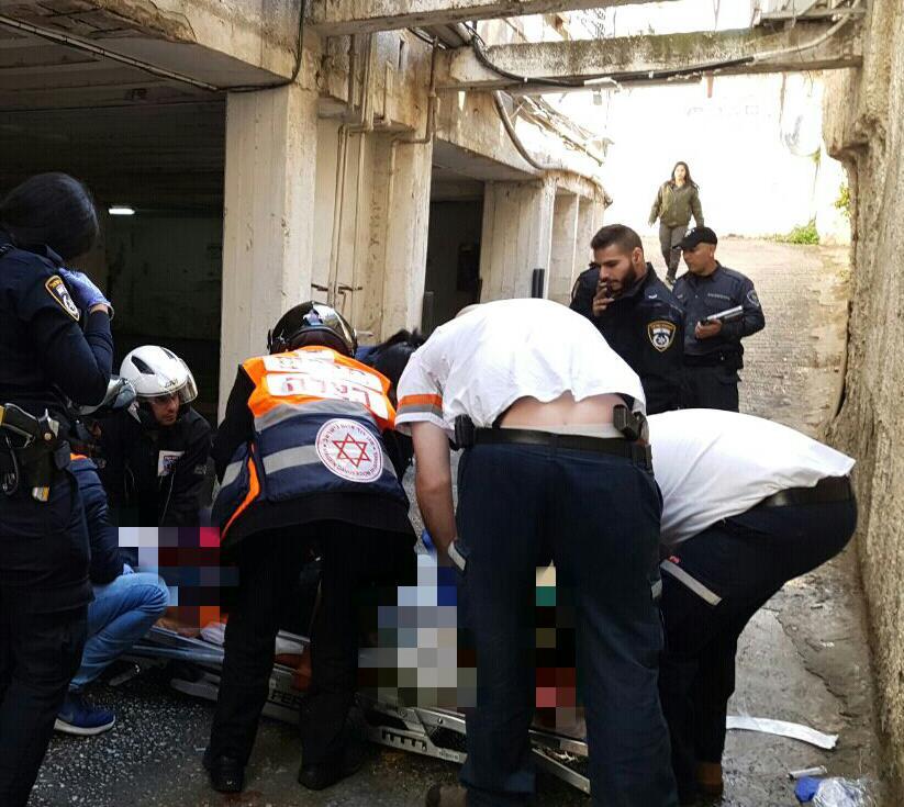 La scène de l'une des attaques à main armée ayant eu lieu à Haïfa, le 3 janvier 2017. (Crédit : Magen David Adom)