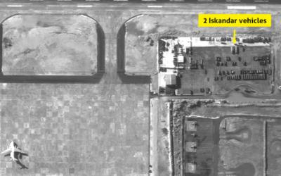 Une photo satellite de la base aérienne syrienne de Latakia, qui, selon l'entreprise israélienne ImageSat, révèle la présence de deux lance-missiles Iskander russes. (Autorisation ImageSat International)