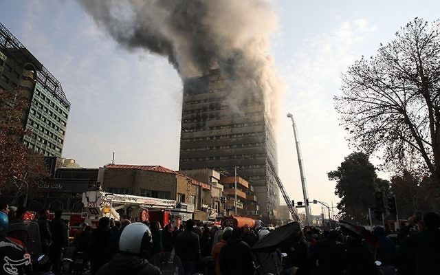 Le Plasco Building en feu à Téhéran (Crédit : Mohammad Hassanzadeh - Tasnim News Ageny/CC BY 4.0)