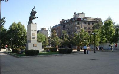 Le parc Bustamante à Providencia, dans la région de la métropole de Santiago au Chili (Crédit : CC BY-SA Andrés Reyes, Wikimedia)