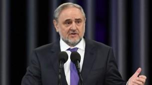 Robert Singer, président du Congrès juif mondial, pendant la commémoration des 75 ans du massacre nazi de Babi Yar, à Kiev, le 27 septembre 2016. (Crédit : Shahar Azran/Congrès juif mondial)