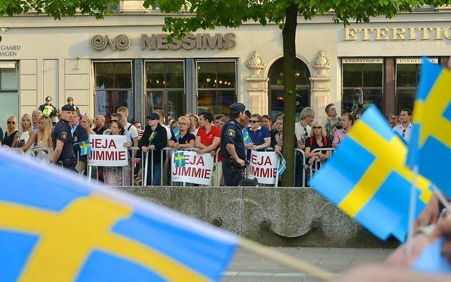 Activistes des Démocrates de Suède à Stockholm durant les élections européennes de 2014 (Crédit : CC BY-SA 3.0)
