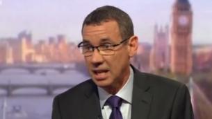 L'ambassadeur d'Israël au Royaume-Uni, Mark Regev, sur la BBC, le 1er mai 2016. (Crédit : capture d'écran BBC)