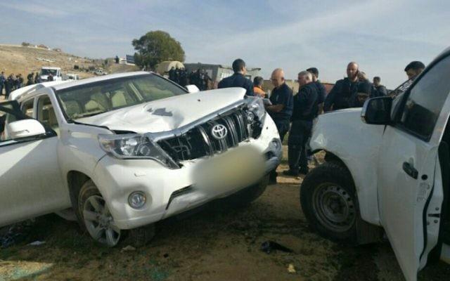 Le véhicule qui a renversé des policiers et tué l'un d'eux dans le village bédouin non reconnu d'Umm al-Hiran, dans le désert du Néguev, le 18 janvier 2017. (Crédit : police israélienne)