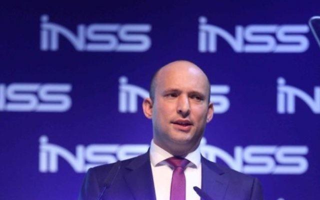 Naftali Bennett pendant la conférence de l'INSS à Tel Aviv, le 24 janvier 2017. (Crédit : Hen Galili)