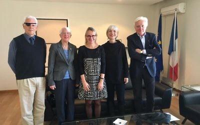 Hélène Le Gal , ambassadrice de France en Israël, a reçu le professeur Eli Barnavi le professeur Galia Golan, Susie Becher et Ilan Baruch membres de l'organisation Policy Working Group (Crédit Ambassade de France en Israël)