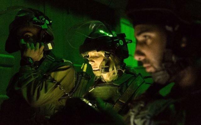 Arrestation nocturne par l'armée israélienne en Cisjordanie, le 11 janvier 2017. Illustration. (Crédit : porte-parole de l'armée)