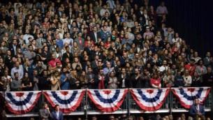 Les tribunes étaient pleines lors du dernier discours du président Obama à Chicago, le 10 janvier 2017. (Crédit : Ronit Bezalel/Times of Israel)