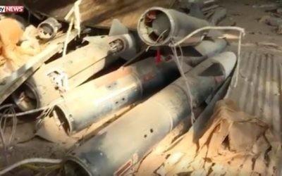Les armes chimiques présumées de l'Etat islamique découvertes par les troupes françaises et irakiennes à Mossoul, en Irak, le 28 janvier 2017. (Crédit : capture d'écran YouTube)