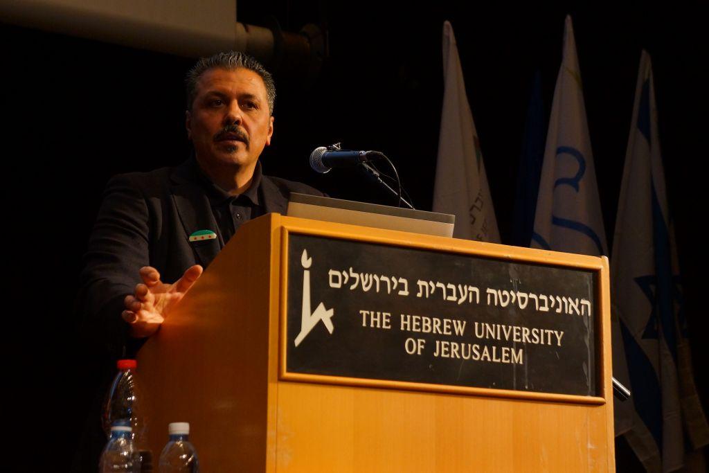 Issam Zeitoun, intermédiaire entre l'Armée syrienne libre et de nombreux acteurs internationaux, s'est exprimé le 17 janvier 2017 à l'Université hébraïque de Jérusalem. (Crédit: Reuvan Ramaz, Truman Institute).