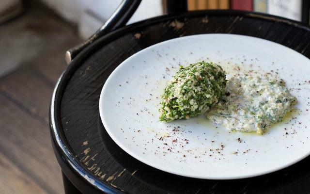 Un kébab de poisson et de taboulé chez Da Da & Da, créé pour l'opération Kitchen Without Borders, pour collecter de l'argent pour des réfugiés syriens (Crédit : Autorisation Kitchen Without Borders )