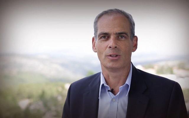 Jonathan Peled, ambassadeur d'Israël au Mexique, en juin 2015. (Crédit : capture d'écran YouTube)
