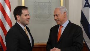Le Premier ministre Benjamin Netanyahu rencontre le sénateur républicain pour la Floride, Marco Antonio Rubio, le 20 févreir 2013. (Crédit : Amos Ben Gershom/GPO/FLASH90)