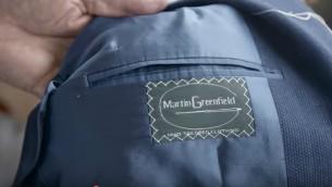 Étiquette sur les vêtements de Martin Greenfield Clothiers (capture d'écran)