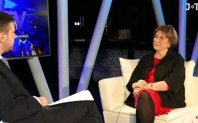Lady Jenny Tonge dans une interview télévisuelle avec le docteur Alan Mendoza. (Capture d'écran : Youtube )