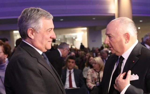 Moshe Kantor, à droite, président du Congrès juif européen, et Antonio Tajani, nouveau président du Parlement européen, à Bruxelles, en janvier 2017. (Crédit : Congrès juif européen)