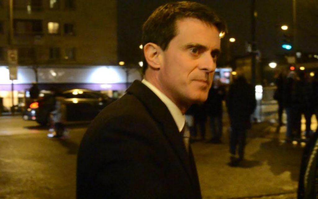 Manuel Valls pendant la commémoration des victimes de l'Hyper Cacher, à Paris, le 9 janvier 2017. (Crédit : Brett Kline/Times of Israël)
