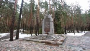 Monument aux victimes juives du massacre de Poneriai, à Vilnius le 16 février 2016). 7 000 juifs ont té tués par les nazis durant la Shoah. (Crédit : AFP / Petras Malukas)