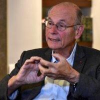 Boris Cyrulnik, psychiatre français spécialiste de la résilience, à Bogota, en Colombie, le 30 janvier 2017. (Crédit : Luis Acosta/AFP)