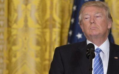 Le président américain Donald Trump, à la Maison Blanche, le 15 février 2017. (Crédit : Saul Loeb/AFP)