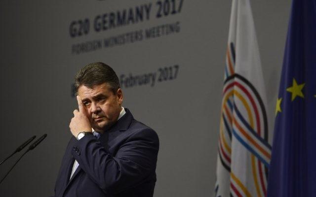 Le ministre allemand des Affaires étrangères Sigmar Gabriel lors d'une réunion des ministres des Affaires étrangères du G20 au centre de conférence internationale à Bonn, le 16 février 2017. (Crédit : Sascha Schuermann/AFP)