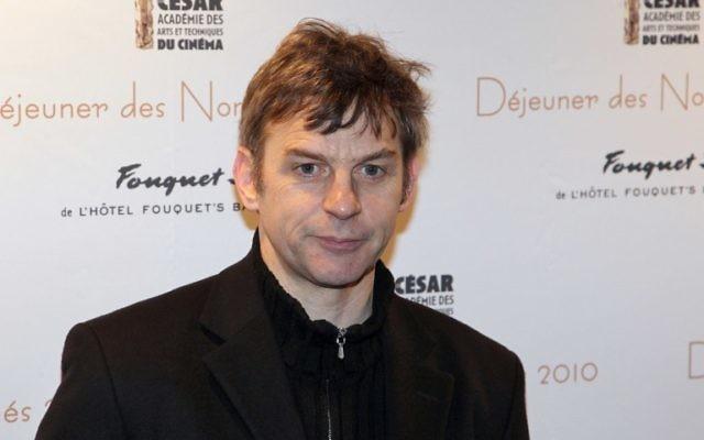 Cette photo a été prise le 13 février 2010 montre le réalisateur belge Lucas Belvaux posant lors d'une séance photo pour la 35e Cérémonie des César au restaurant Le Fouquet's à Paris (Crédit : AFP PHOTO / PIERRE VERDY)