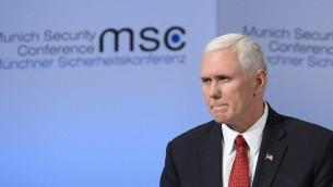 Le vice-président américain Mike Pence pendant la Conférence de sécurité de Munich, en Allemagne, le 18 février 2017. (Crédit : Thomas Kienzle/AFP)