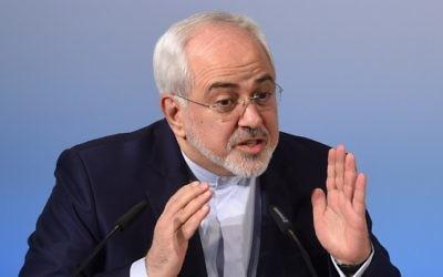 Mohammad Javad Zarif, ministre iranien des Affaires étrangères, pendant la 53e Conférence sur la sécurité de Munich, le 19 février 2017. (Crédit : Christof Stache/AFP)