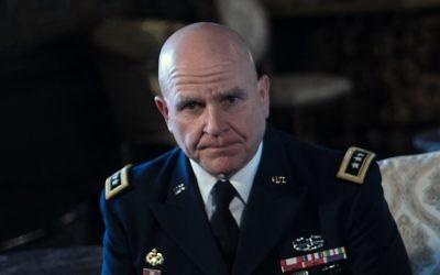 Le lieutenant-général H.R. McMaster pendant l'annonce de sa nomination à la tête du Conseil de sécurité nationale des Etats-Unis par le président Donald Trump, à Mar-a-Lago, en Floride, le 20 février 2017. (Crédit : Nicholas Kamm/AFP)