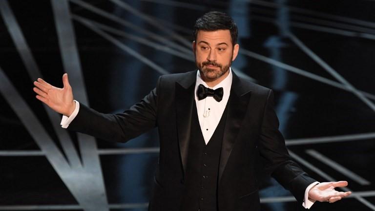 Jimmy Kimmel sur la scène de la 89e cérémonie des Oscars, à Hollywood, le 26 février 2017. (Crédit : Mark Ralston/AFP)